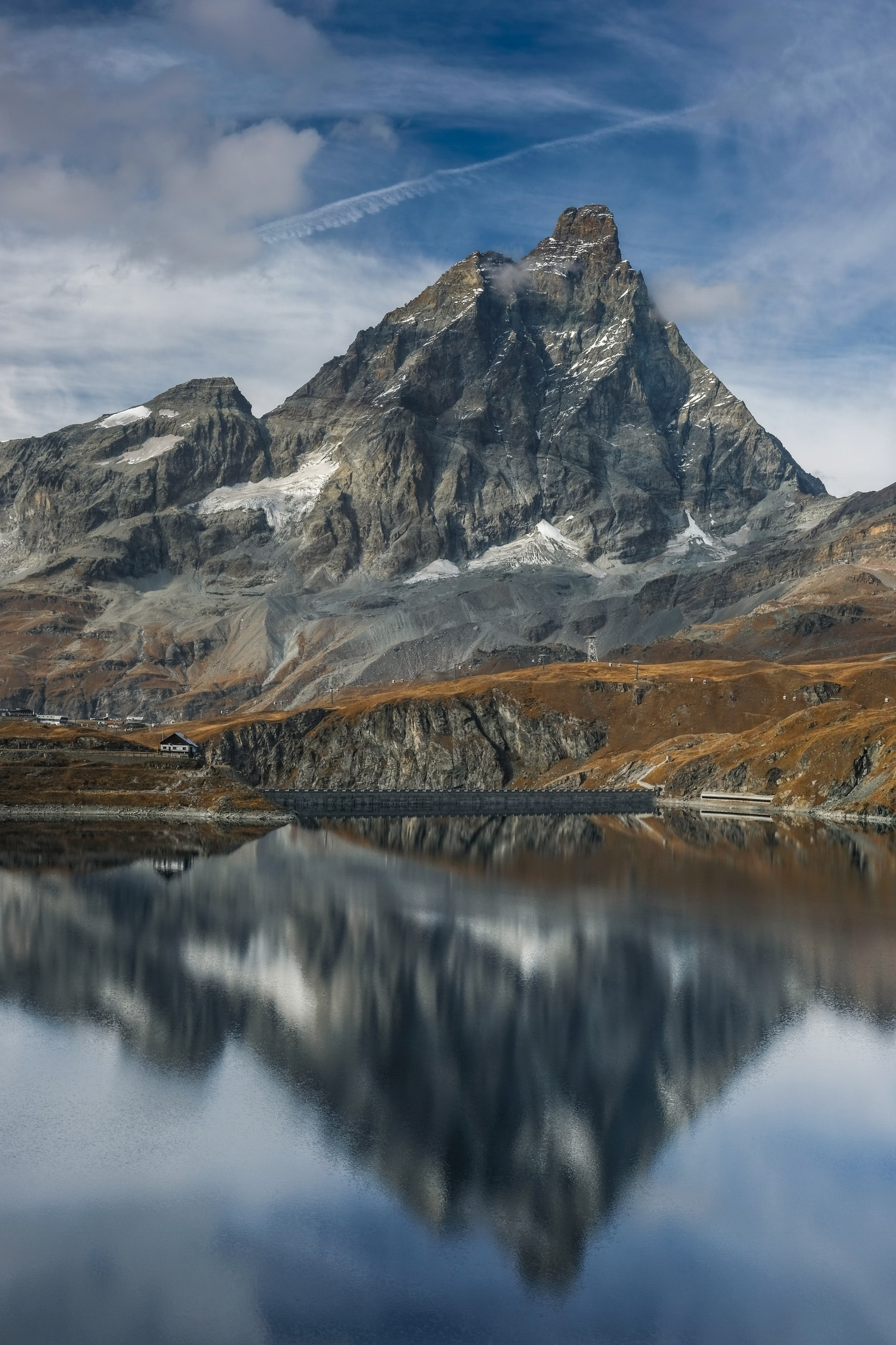 Image of a mountain overlooking a lake