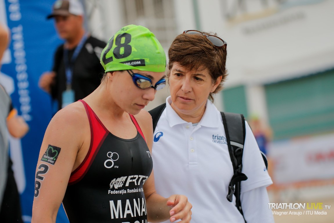 Female coach talking to a female triathlete